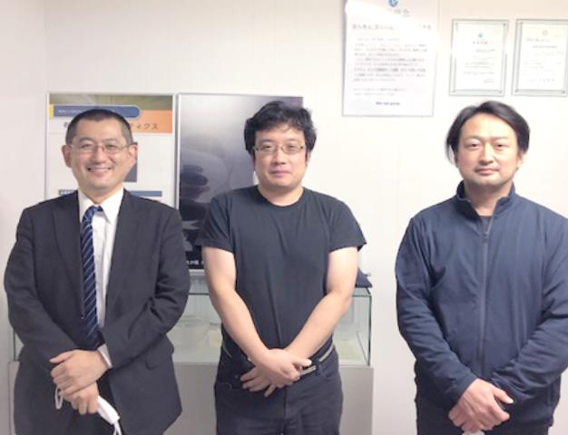 専門家の末廣秀樹先生、同社の河谷公則氏、栁瀬満邦社長